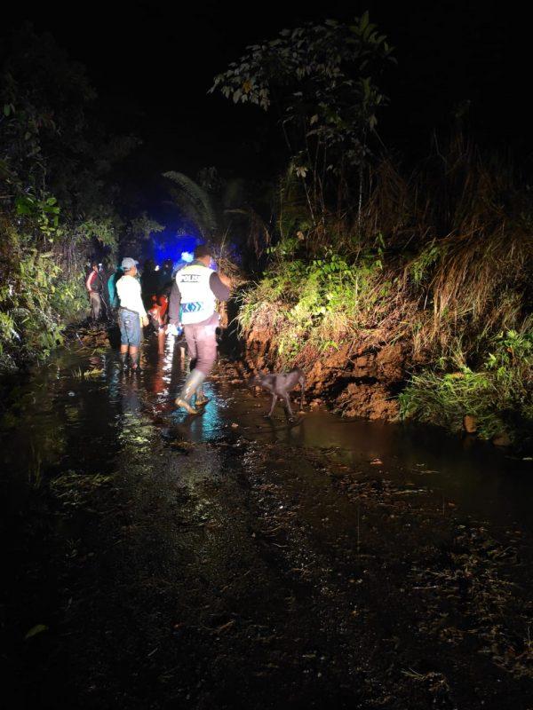 Tampak kondisi longsor di ruasj jalan Desa Talang Ratu