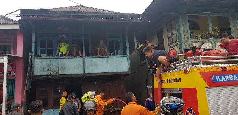 Tampak kondisi rumah korban kebakaran setelah berhasil dijinakkan
